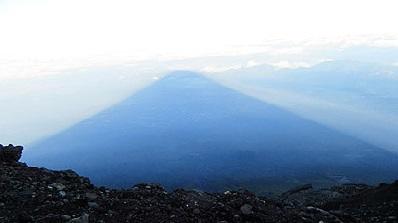 早朝の影富士